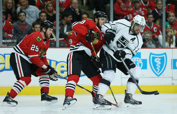 CHICAGO, IL - MAY 18:  Anze Kopitar #11 of the Los Angeles Kings controls the puck against the defense of Jonathan Toews #19 of the Chicago Blackhawks in the first period of Game One of the Western Conference Final during the 2014 Stanley Cup Playoffs at United Center on May 18, 2014 in Chicago, Illinois.  (Photo by Jonathan Daniel/Getty Images)