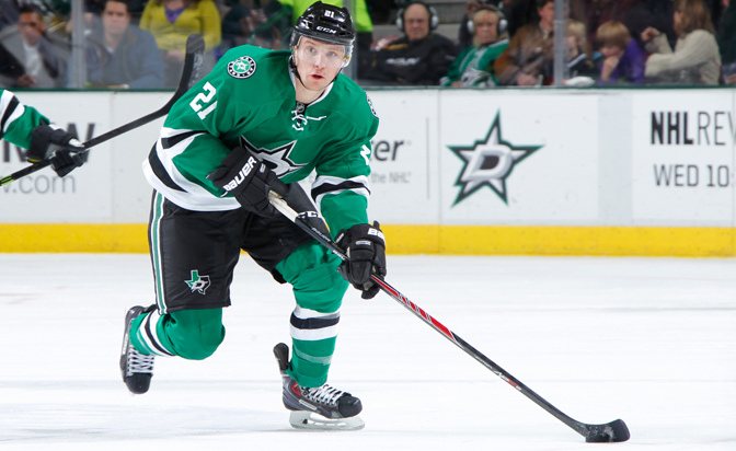 Roussel, Stars agree to four-year contract
