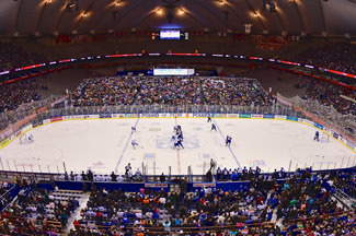 The Toyota Frozen Dome Classic with 30,715 fans at the Carrier Dome in Syracuse, New York to watch an AHL game between the Syracuse Crunch and Utica Comets. (Credit: Dave Kliment)