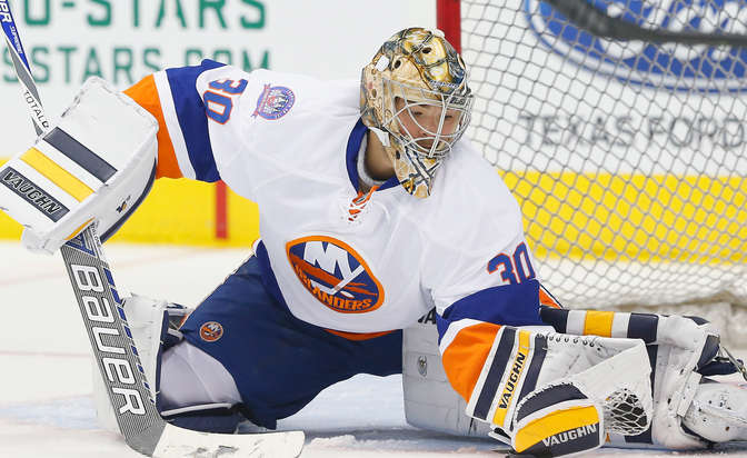 Flyers sign goaltender Neuvirth to two-year contract